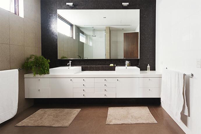 アメニティが豊富で清潔な更衣室の画像